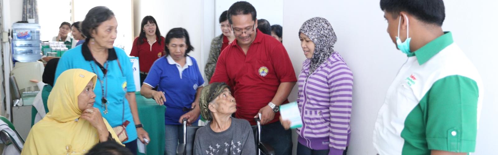 Bakti Sosial dan Pengobatan